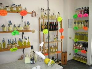 Liköre im Laden der Fabrik Limoné in Neapel.(© Redaktion - Portanapoli.com)