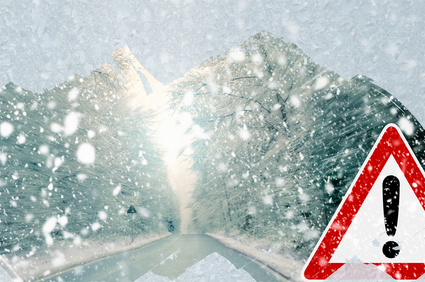 Bei plötzlich aufkommendem Schneefall muss man vorsichtig fahren (© trendobjects - Fotolia.com)