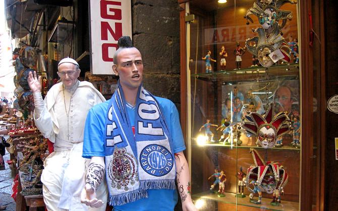 Hamsik in der Via San Gregorio Armeno in Neapel (© Bottega Ferrigno Via San Gregorio Armeno  8, 10 ,55 - Portanapoli.com)