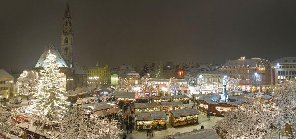 Panorama des Christkindlmarktes in Bozen, Südtirol (© Verkehrsamt Bozen/Filz)