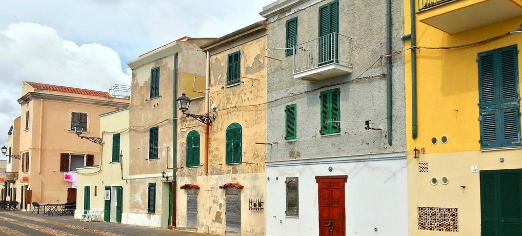 Ausflug in die zauberhafte Altstadt von Alghero auf Sardinien