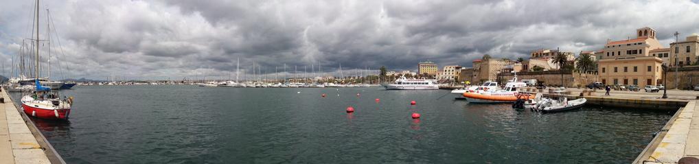 Hafen von Alghero in Sardinien (© Redaktion - Portanapoli.com)