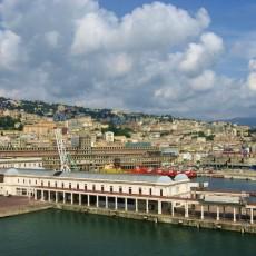 Auf zur Kreuzfahrt: Panorama von Genua