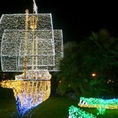 Weihnachten in Süditalien: Kunstvolle Beleuchtung in Salerno