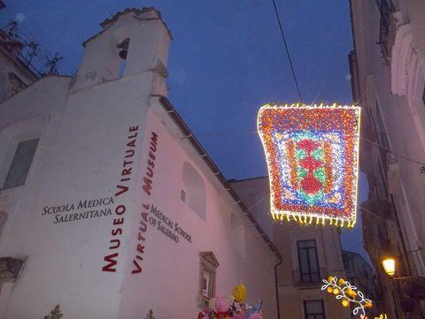 Alle Straßen sind beleuchtet (© Umberto - Portanapoli.com)