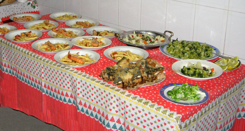 Weihnachtsessen in Neapel: Frittierter Fisch, Langusten, Broccoli, Blumenkohlsalat: Und das ist nur der erste Gang... (© Redaktion - Portanapoli.com)