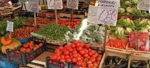 Ein Genuss fürs Auge: Marktstand in Neapel (© Redaktion Portanapoli.com)
