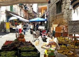 In Neapel haben Märkte eine lange Tradition. (© Redaktion Portanapoli.com)