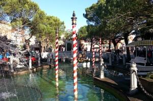 Von einer Brücke blickt man auf die Lagune Venedigs (© Redaktion - Portanapoli.com)