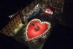 Auf dem Marktplatz gibt es ein riesiges Herz. Foto: © Ph. F. Dall'Aglio. Archivio Foto Provincia di Verona Turismo. www.tourism.verona.it