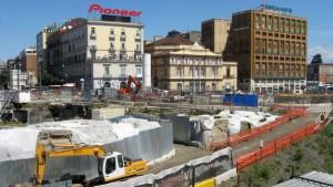 Großbaustelle für die neue U-Bahn-Station Municipio am Hafen in Neapel (© Redaktion Portanapoli.com)
