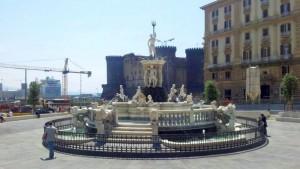 Über der U-Bahn-Station liegt dfie schöne Fontana del Nettuno (© Redaktion - Portanapoli.com)