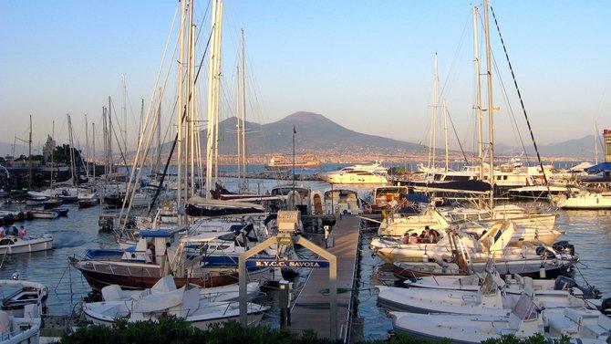 Am Hafen Santa Lucia tummeln sich viele Yachten ( Redaktion Portanapoli.com)
