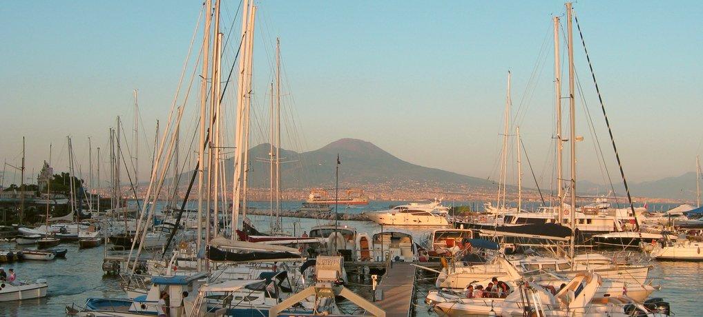 Neapel: Wenn der Vesuv rosa leuchtet