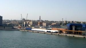 Einfahrt in den Hafen von Bari