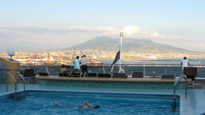 Kreuzfahrt Neapel - Blick auf den Vesuv