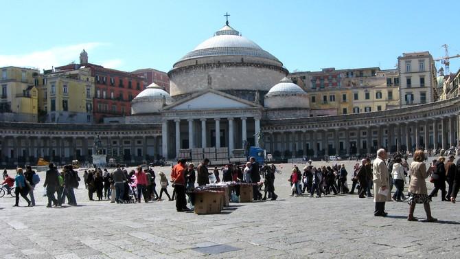 Piazza Plebiscito - der größte Platz in Neapel