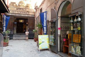Eingang zum unterirdischen Neapel an Piazza San Gaetano