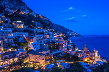 Besonders beliebt bei Brautpaaren ist die romantische Amalfiküste mit dem Ort Positano @ borisbelenky - Fotolia