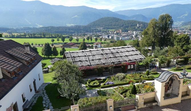 Herrlicher Blick über das Museum bis nach Bruneck