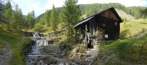 Malerisch liegen die Mühlen am rauschenden Bach