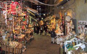 Via San Gregorio Armeno on Neapel, die Straße der Krippenbauer