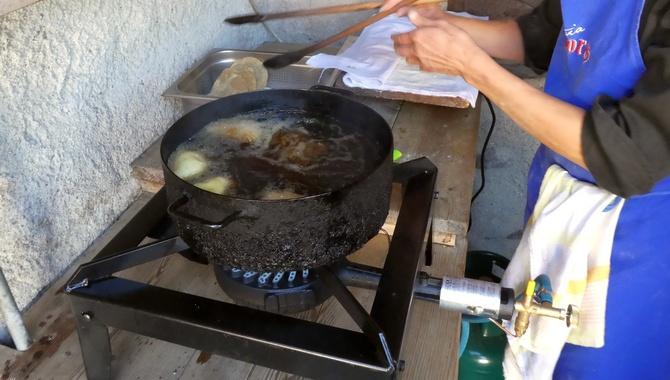 Canci und Turtles werden kurz in heißem Öl von beiden Seiten frittiert