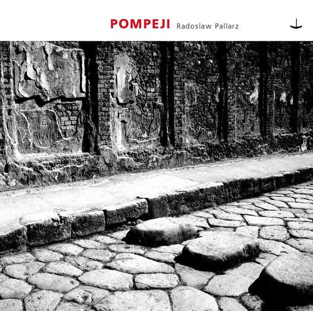 """Stimmungsvolles Cover der Audio-CD """"Pompeji"""" von Radoslaw Pallarz (© Navis Musik)"""
