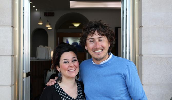 Immer ein herzliches Lachen: Der Hotelbesitzer Andrea und seine Partnerin Valentina