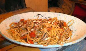 Linguine alla Cilentana mit Mandeln, Tomaten und Sardellen (Taverna Ammor 'e Mare)