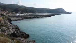 Straße zum Hafen in Marina di Camerota