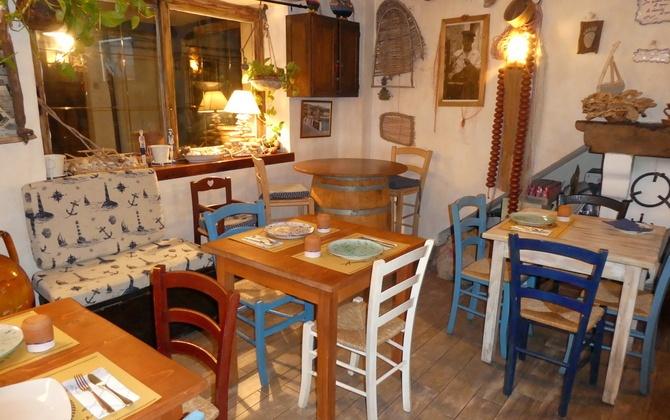 Gemütliches Ambiente: Taverna AMMOR E' MARE