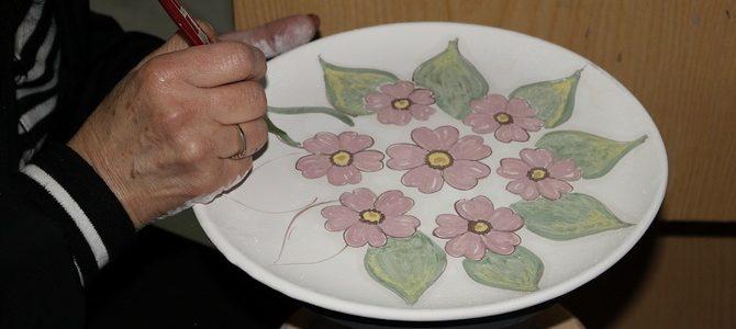 Die Keramik wird noch handbemalt