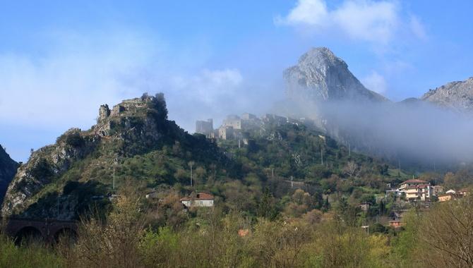 San Severino in den Wolken