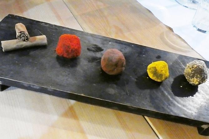 Trüffel mit Peperoncino u.a. Gewürzen